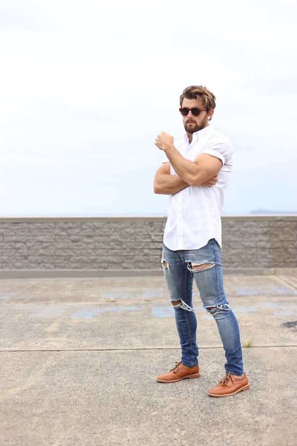 41 Best Blue Jeans With White Shirt Outfits For Men